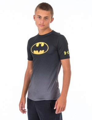 Läs mer om Under Armour DC COMICS BASELAYER SS Svart T-shirt/Linnen till Kille